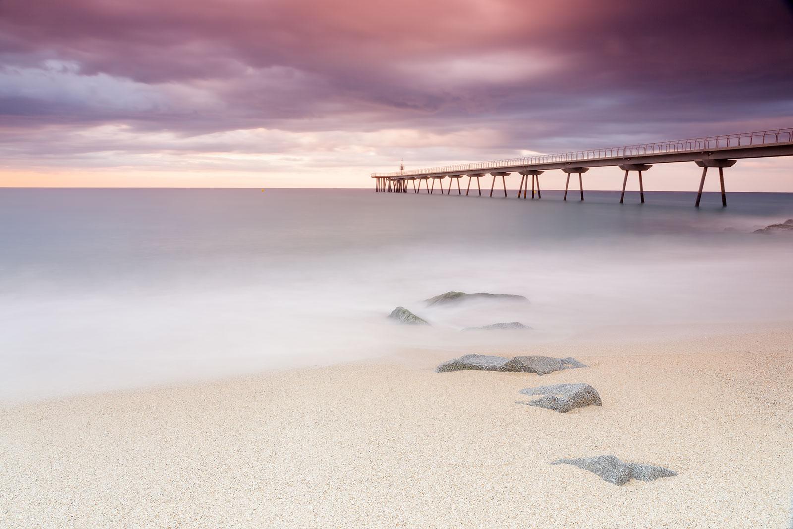 Paisaje con el puente del petróleo de Badalona, fotografía de larga exposición, filtro ND, Canon