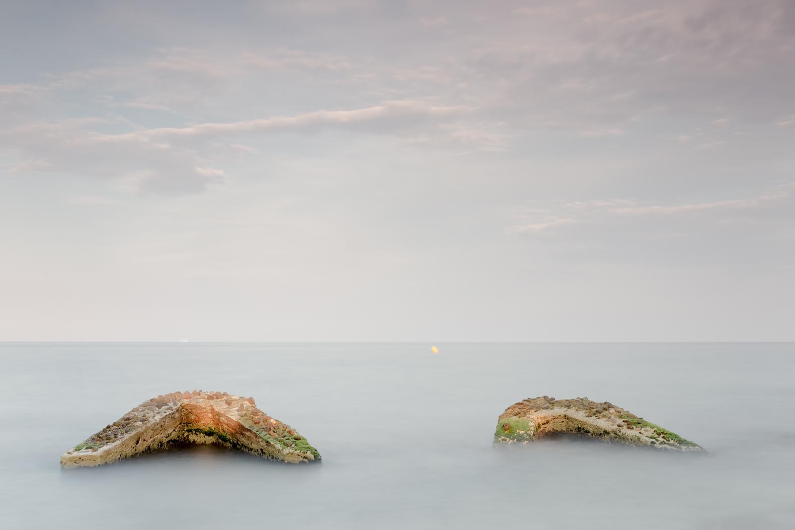 Paisaje Restos roca varados en playa besos, badalona barcelona,Danilatorre,danilatorre, Dani Latorre, daniel Latorre
