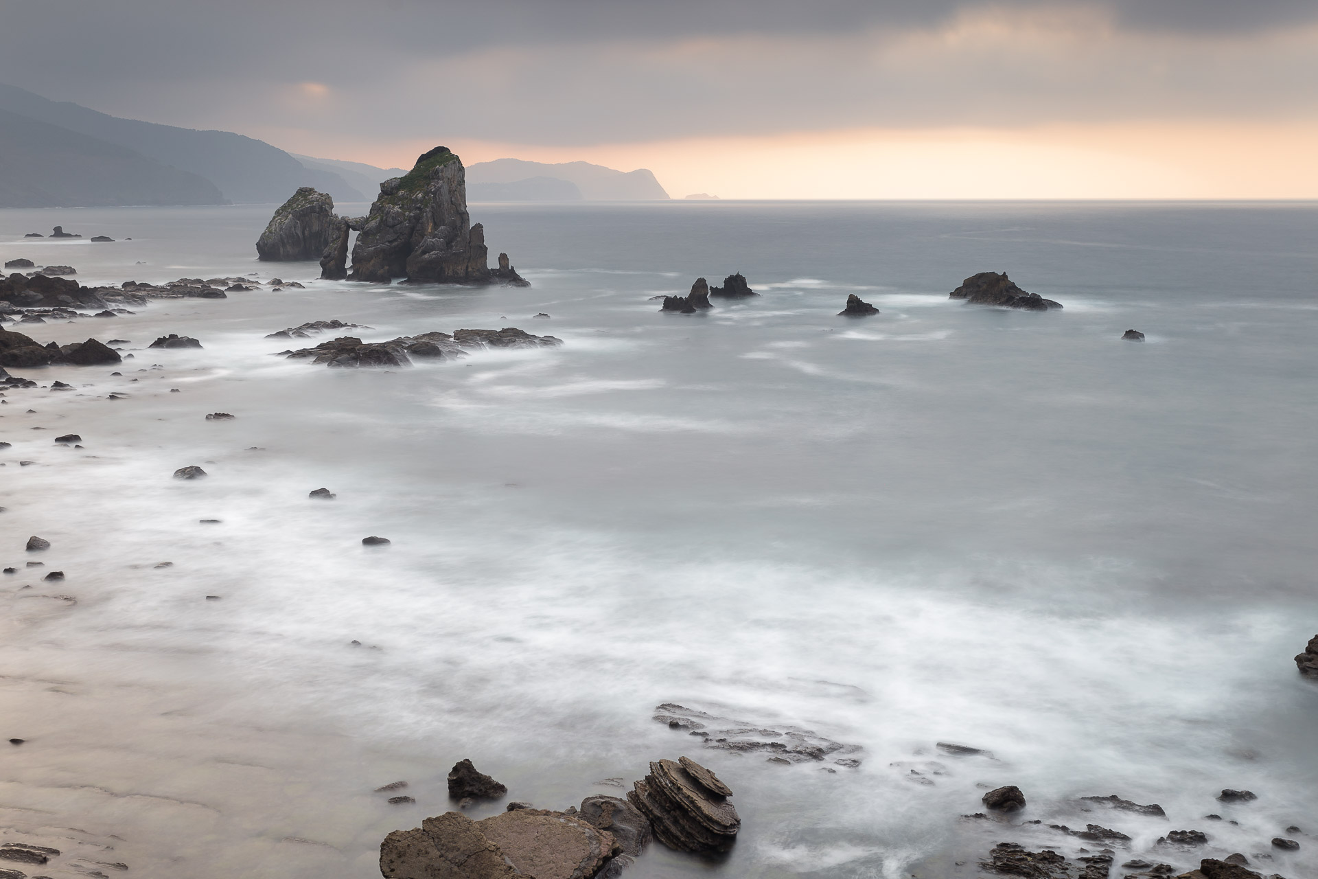fotografía de paisaje San Juan de Gaztelugatxe,larga exposición al atardecer, Canon 6D,Danilatorre,danilatorre, Dani Latorre, daniel Latorre