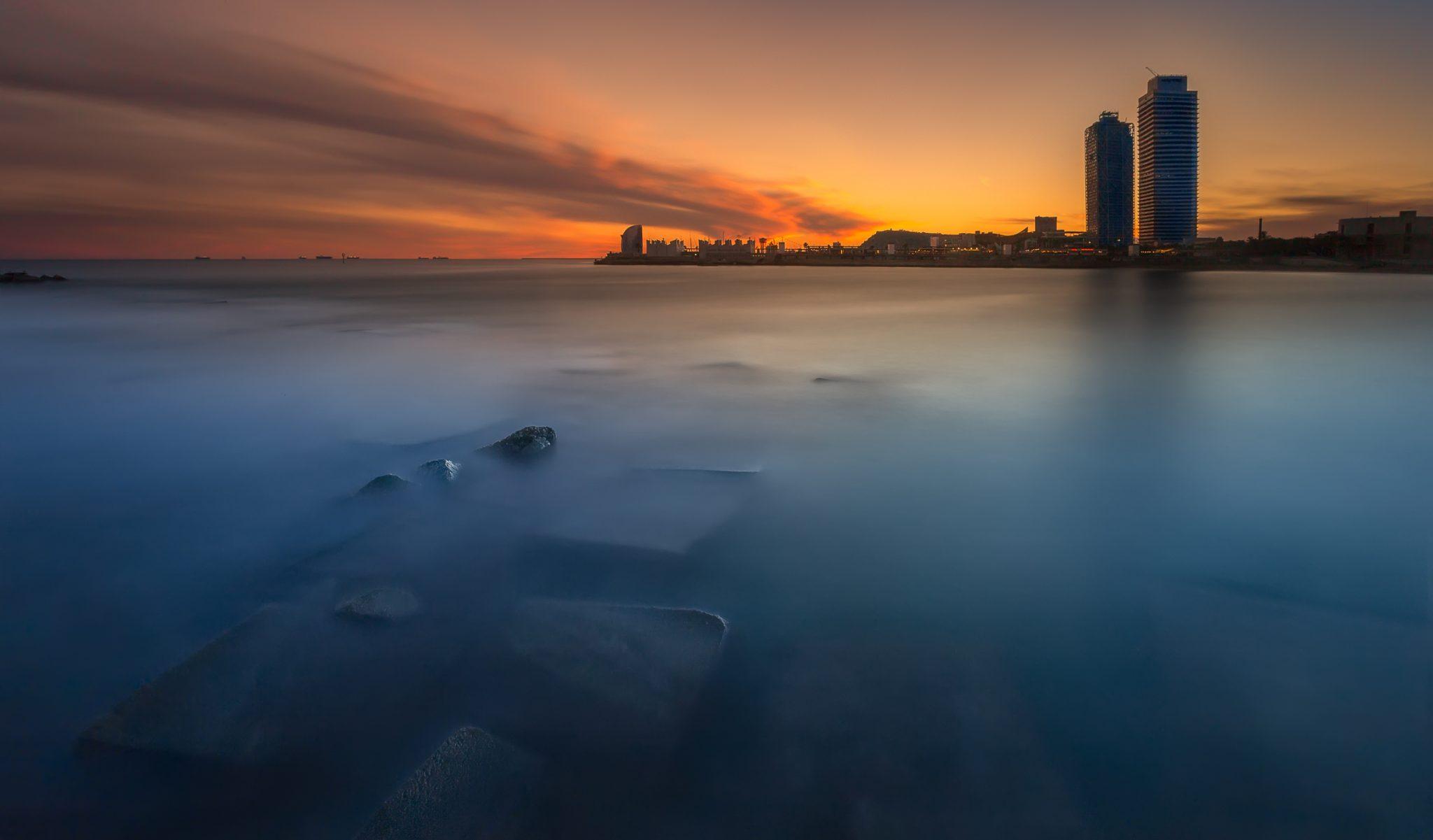 Fotografía de paisaje Barcelona, Barceloneta playa, Fotografía larga exposición hora azul amanecer, atardecer. Canon 6D, filtros Nisi, Trípode Rollei,Danilatorre,danilatorre, Dani Latorre, daniel Latorre