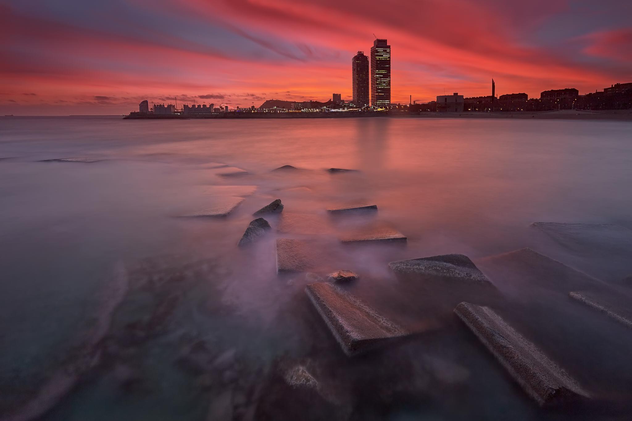Fotografía de paisaje Barcelona, Barceloneta playa, Fotografía larga exposición hora azul amanecer, atardecer. Canon 6D, filtros Nisi, Trípode Rollei,Danilatorre,danilatorre, Dani Latorre, daniel Latorre,sunset